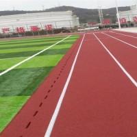 为什么每个学校球场都换上了塑胶跑道材料?